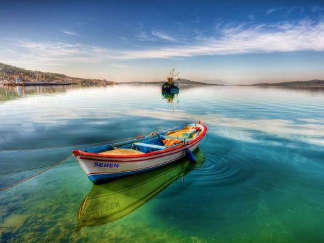 Lake-Boat-Natural